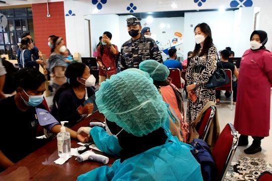 Serbuan vaksinasi COVID-19 di Central Mall Surabaya