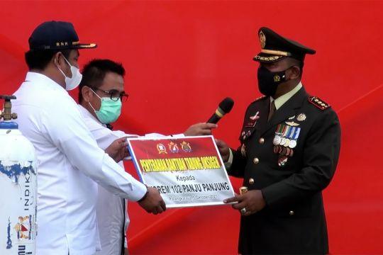 Kadin Kalteng salurkan bantuan 25 tabung oksigen untuk RS TNI