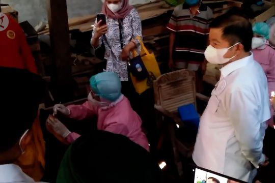 Menteri PPN pantau vaksinasi dari pintu ke pintu di Ponorogo