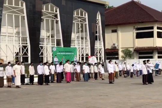 Peringati Hari Santri, ASN Kota Cirebon kenakan sarung