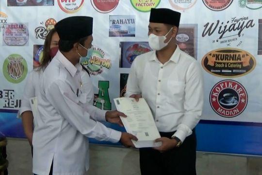 Puluhan pelaku UMKM Madiun terima sertifikat halal
