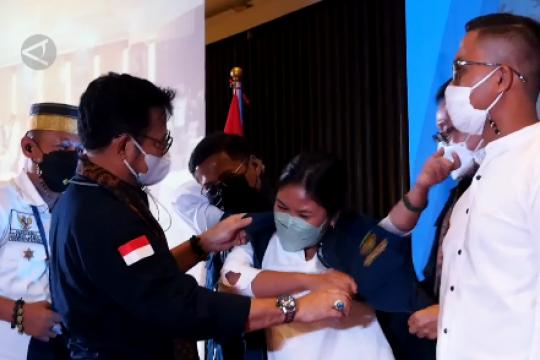 Menteri Pertanian kukuhkan 10 ribu petani muda di Surabaya