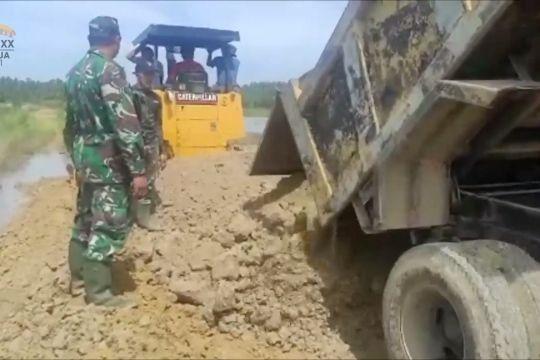 TMMD ke-112, TNI bangun jalan di desa terpencil
