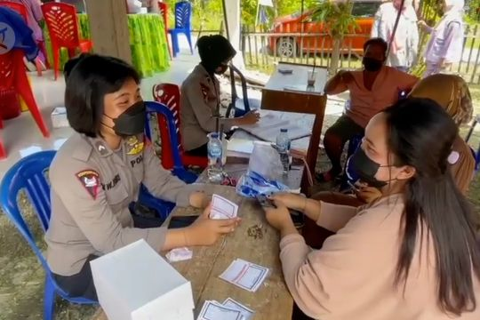 Warga di wilayah operasi Madago Raya divaksinasi