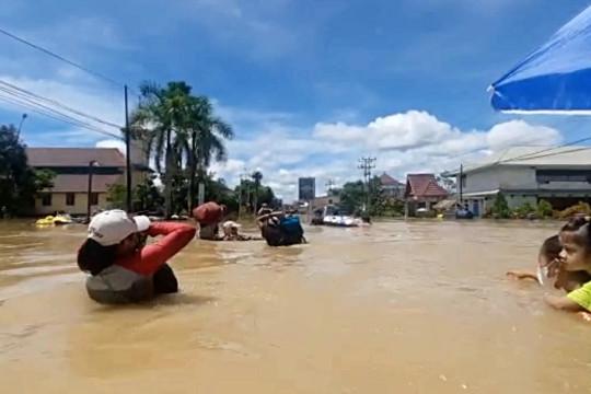 Korban banjir Kapuas Hulu penerima prioritas cadangan pangan