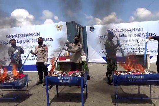 Bea Cukai Kendari musnahkan rokok dan barang ilegal senilai Rp4 miliar