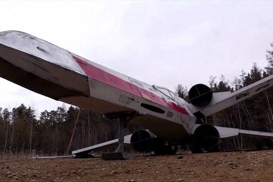 Pecinta Star Wars bangun replika Starfighter sayap-X