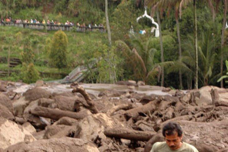 Tiga warga hilang akibat banjir Tanah Datar