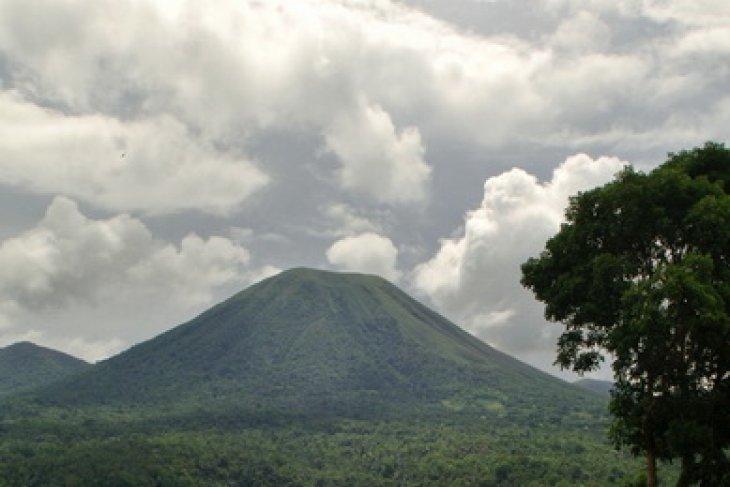 BNPB Nyatakan Status Gunung Lokon Awas