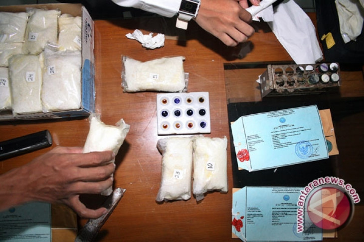 Police uncover int`l drug trafficking ring, arrest four suspects