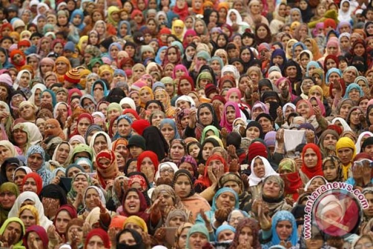 Eid Prayers turn into protests in Indian Kashmir