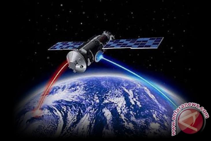 India successfully puts 3 satellites into orbit