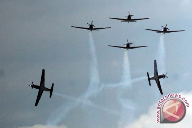 "HUT ke-67 TNI AU dalam suguhan ""tarian udara"""