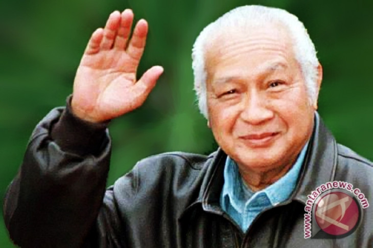 Soeharto deserves national hero status