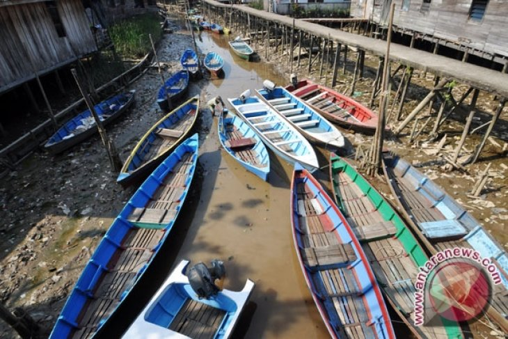High tide of Kapuas still inundating residential areas