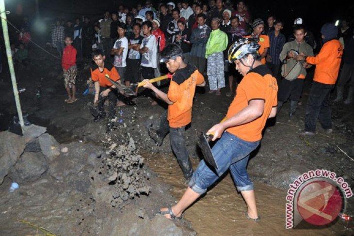 Empat korban tanah longsor Temanggung ditemukan tewas