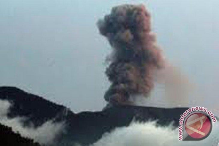 Merapi kembali meletus semburkan abu vulkanik