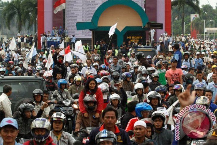 Laborers in Jakarta and its buffer zone towns to hold joint strikes
