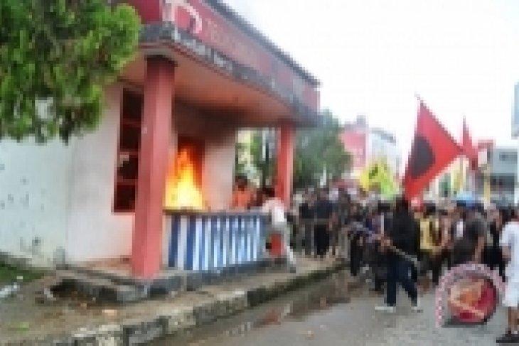 Unjuk Rasa Mahasiswa di Samarinda Anarkis