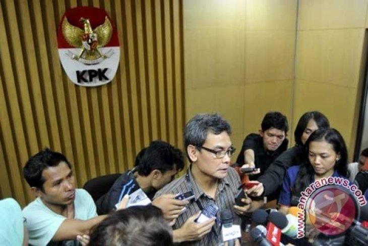 KPK cekal tiga orang terkait korupsi pengadaan simulator
