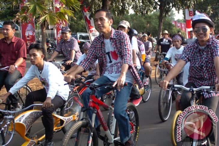 Jokowi bersepeda