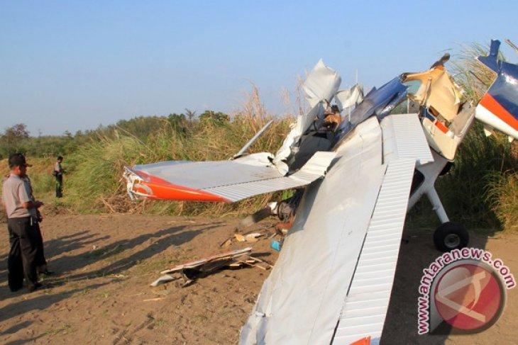 Pesawat latih jatuh