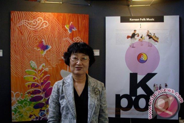 Perupa Perempuan Korea