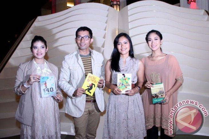 Fira Basuki berbagi tips menulis novel