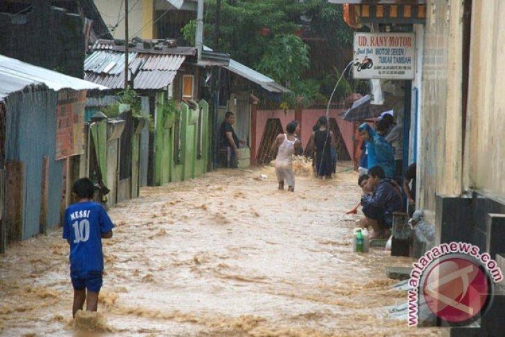 Stasiun Meteorologi hujan lebat dan petir bayangi laut Maluku