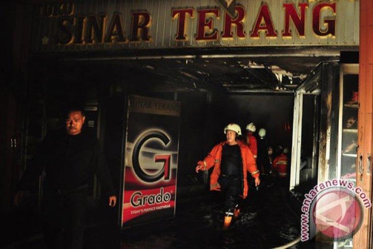 Kebakaran merembet ke belakang Pasar Baru