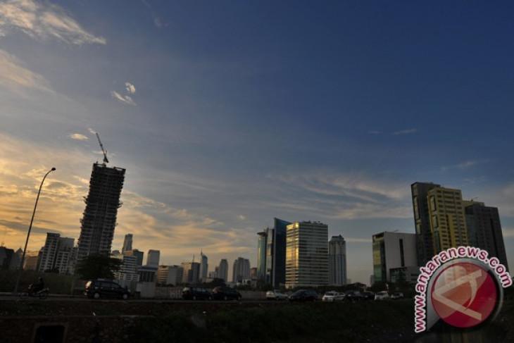 Jakarta pagi ini cerah berawan, siang hujan ringan