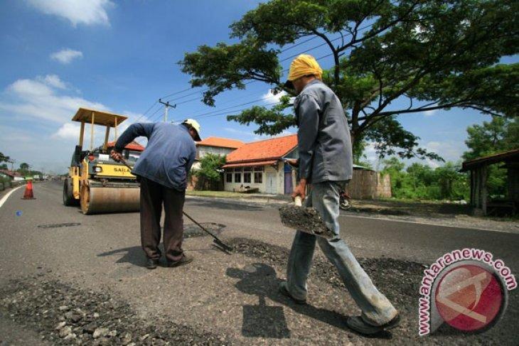 Dalam soal perbaikan jalan rusak, tirulah Banyuwangi