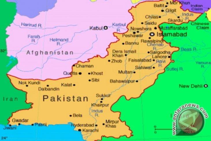 Petinju Amir Khan Kunjungi Sekolah Yang Diserang Taliban