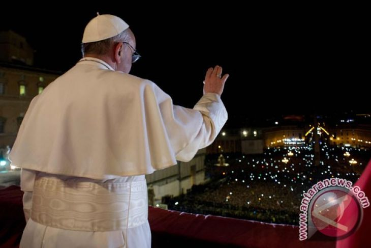 Paus keluar Vatikan untuk berdoa di Roma