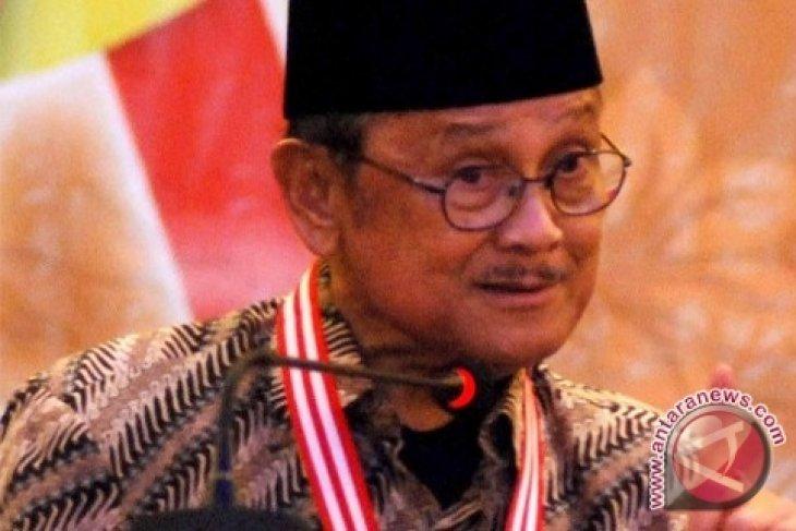 Habibie Optimistis Demokrasi Indonesia Berkembang Semakin Baik