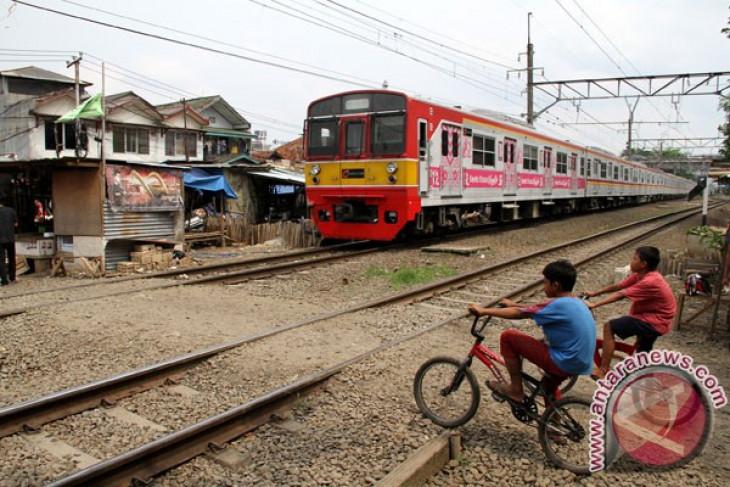 KAI Cirebon tutup 40 perlintasan liar