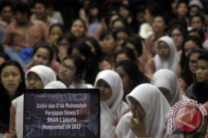 Jelang UN ratusan siswa doa bersama