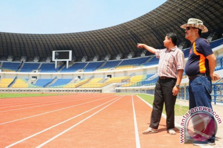 Tinjau Stadion Baru