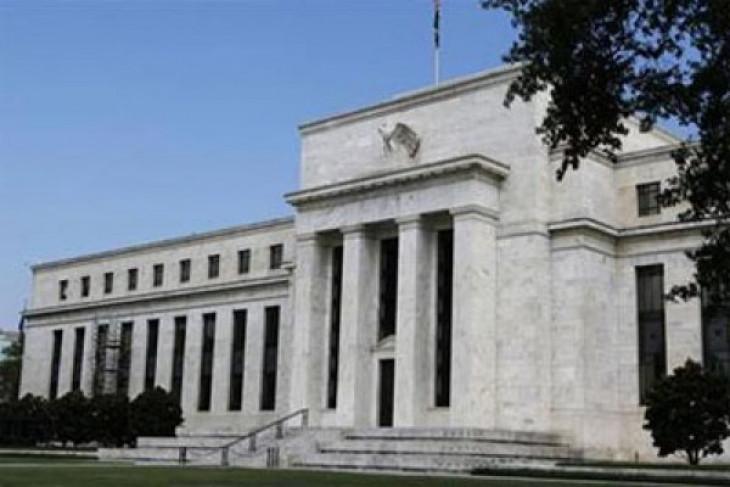 Dolar AS melemah jelang rilis risalah pertemuan Fed