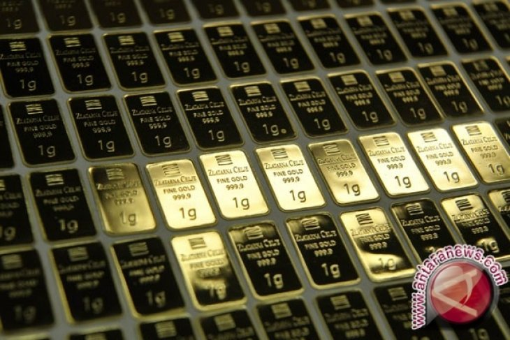 Harga emas berakhir sedikit lebih rendah setelah pasar ekuitas AS pulih