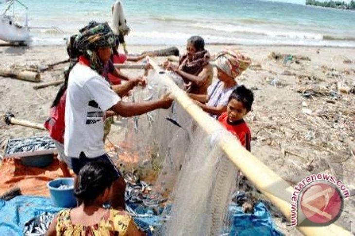 Pemerintah Bangka Salurkan Bantuan Alat Tangkap  Nelayan