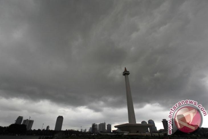 Siklon tropis Gillian sebabkan hujan di Jakarta