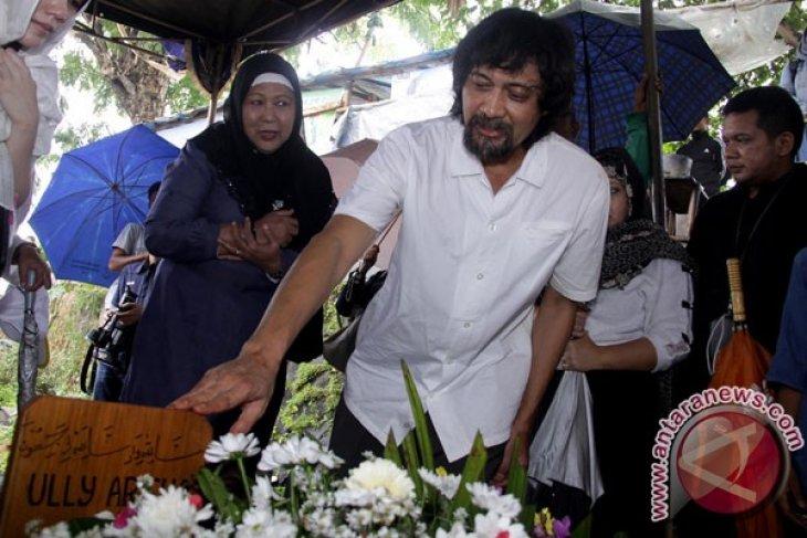 Pemakaman Ully Artha