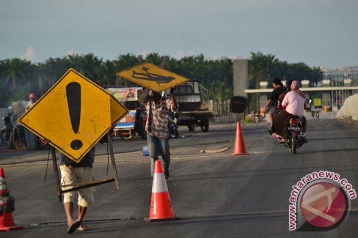 Pengaspalan Jalan Menuju Bandara Kuala Namu
