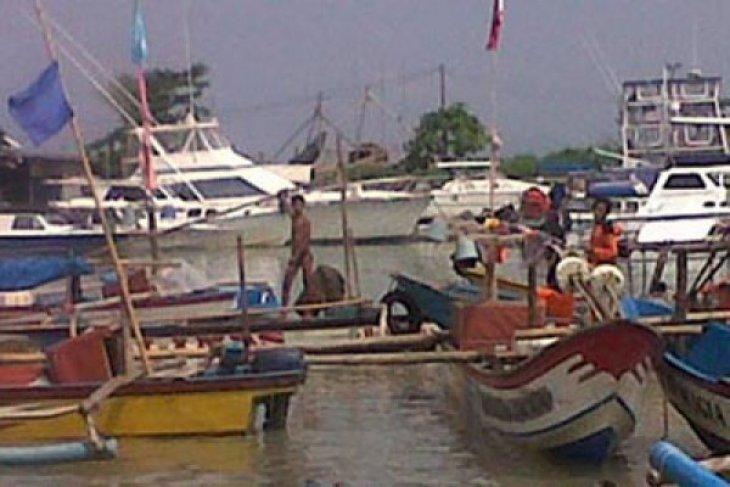 Ribuan nelayan Karawang peroleh bantuan beras