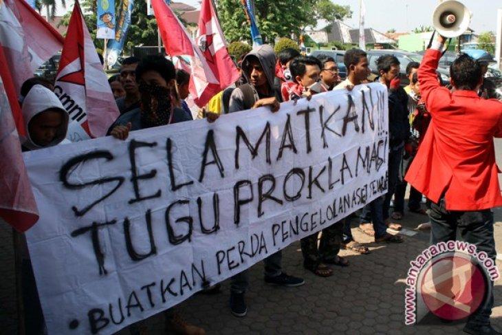 Demonstrasi Tugu Rengasdengklok
