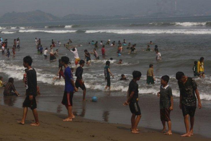 Sejumlah objek wisata Pantai Karawang tidak berizin
