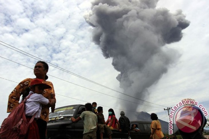 Gunung Sinabung meletus lagi