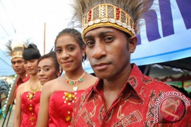 TNI gelar lomba peragaan busana Papua