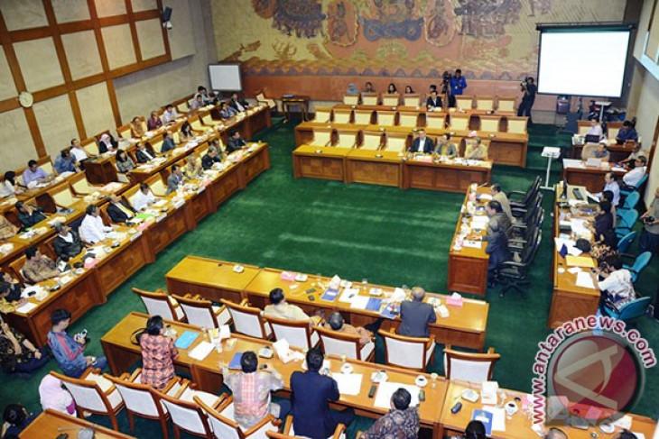 Lima dirut BUMN dampingi Menteri Erick Thohir raker perdana DPR